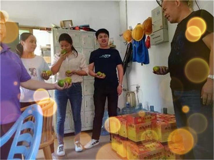 昱枰家人们一起过感恩节啦!